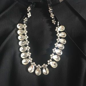 Stunning necklace silver crystals